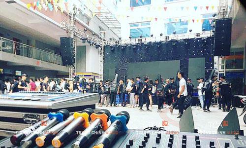 âm thanh sân khấu tại trường Hutech
